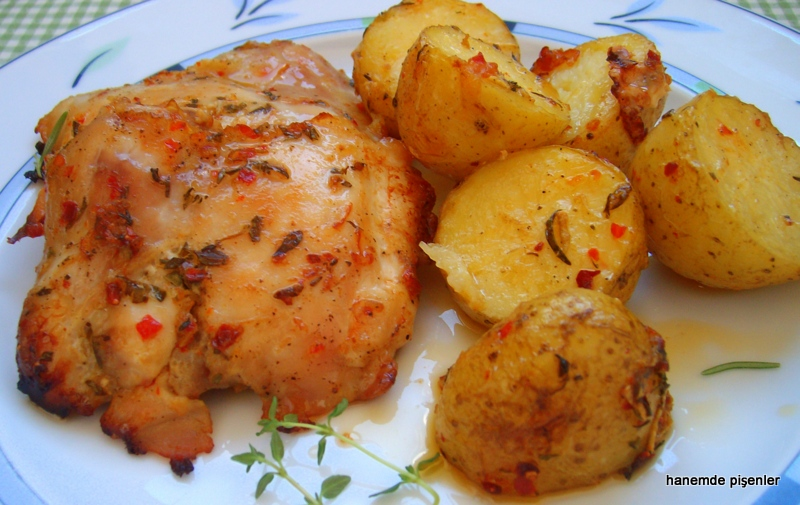 Fırındanda marine tavuk ve taze patates