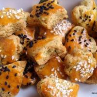 Zeytinyağlı minik tuzlu kurabiyeler