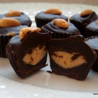 Fıstık ezmeli mini çikolata kapları