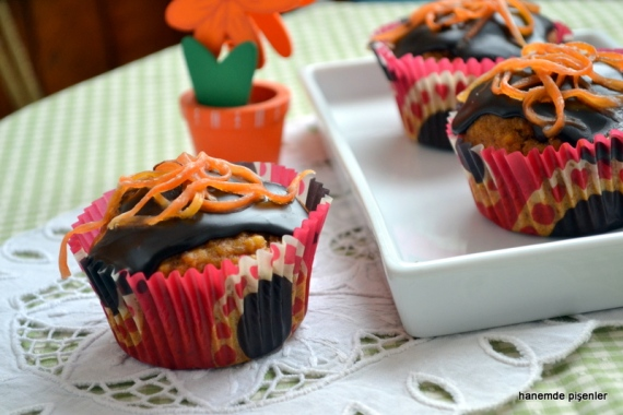 çikolata soslu havuçlu kekler