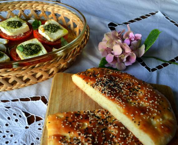 fırın domates ve ramazan pidesi