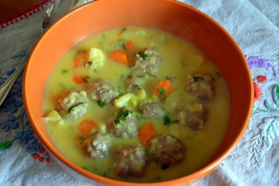pirinçli köfteli sebzeli çorba