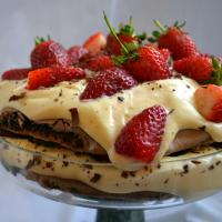 Çikolatalı beze pasta